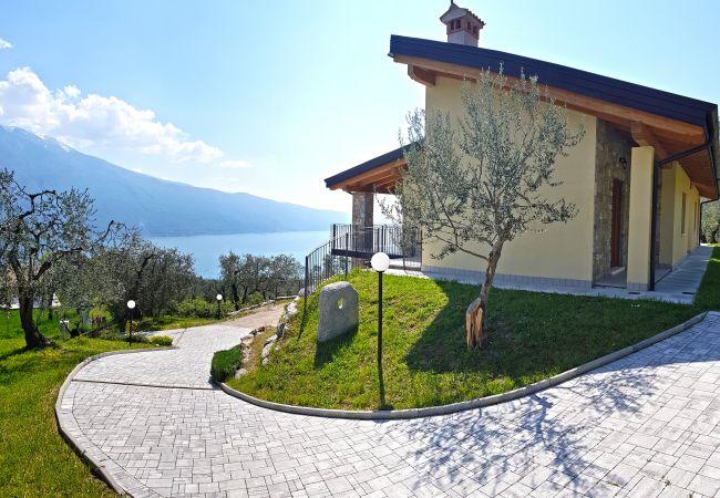 in Tremosine - Villa Vagne 1 Holideal Lake view Apartment
